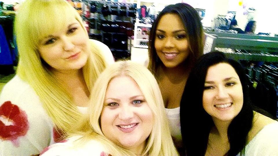 selfie_Lipsweater